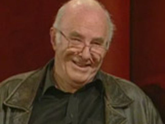 Face to face with kim hill clive james key image.jpg.540x405