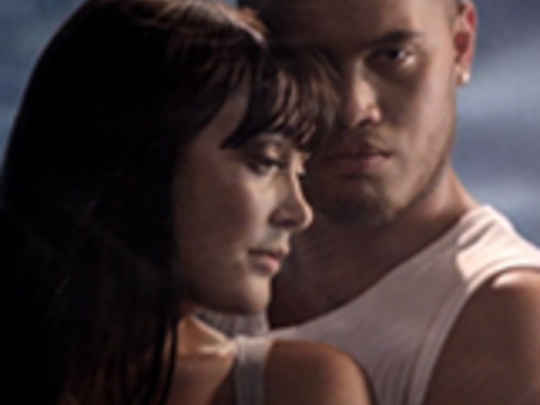 Ginny blackmore   stan walker   holding you key.jpg.540x405.compressed