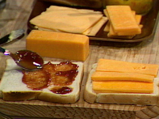 Alison holst cooks   bread and cheese key.jpg.540x405